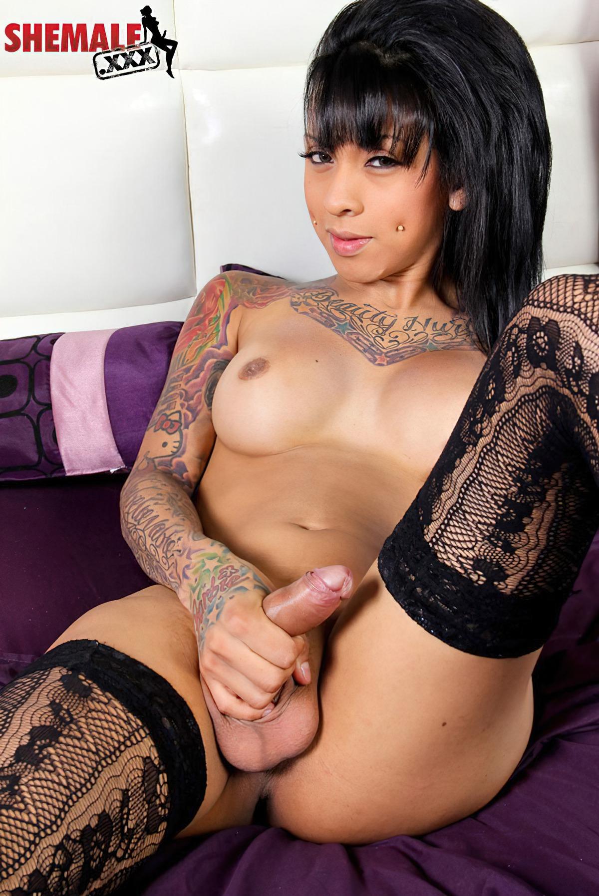 Travesti com Tatuagens (1)