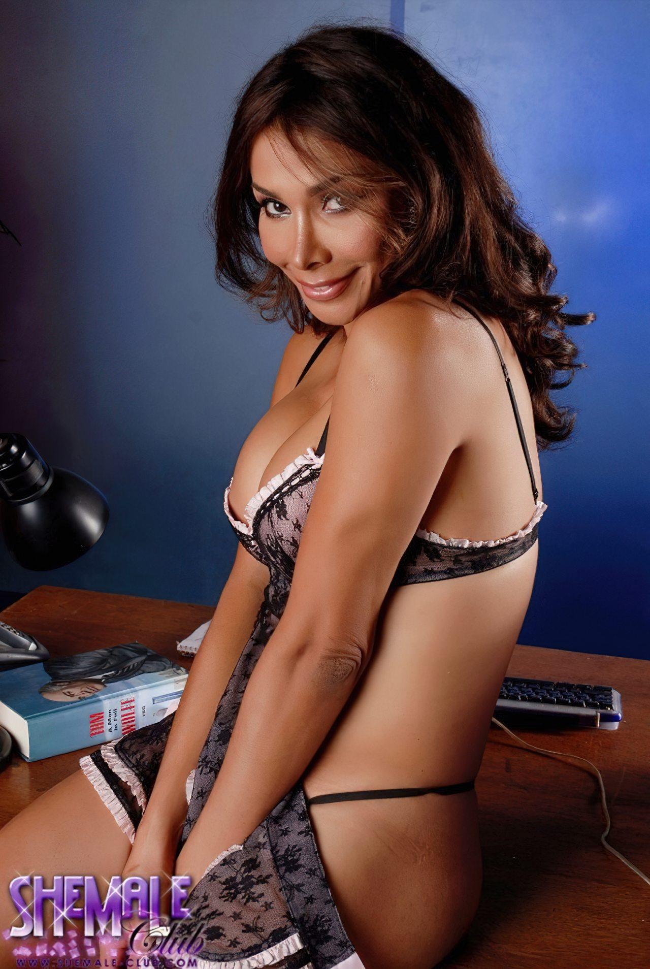 Vaniity Striptease Sensual (1)